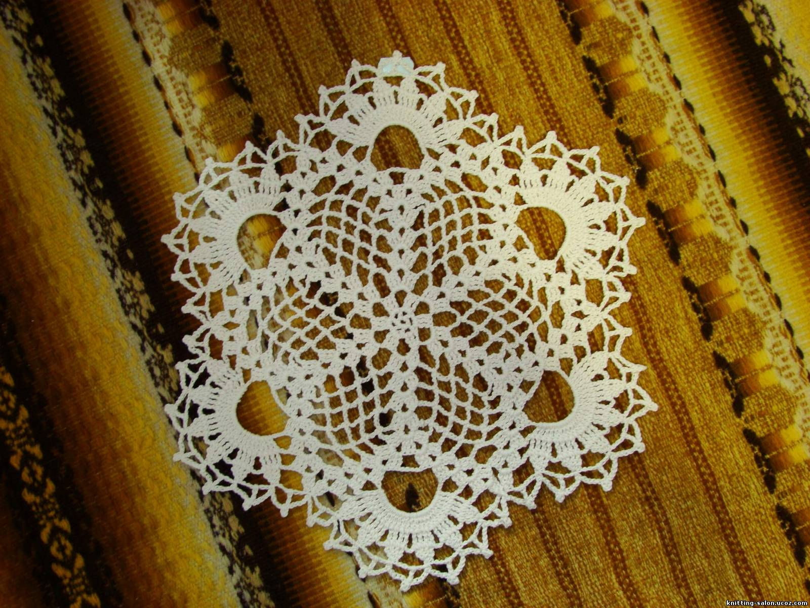 Вязание небольшой салфетки